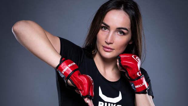 Российская красавица отправила соперницу вглухой нокаут вдебютном бою вBellator
