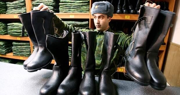 Почему неказистые «кирзачи» стали самой популярной обувью вСССР