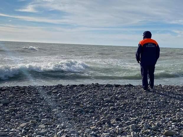 В Сочи спасатели вытащили из моря 16-летнюю девушку