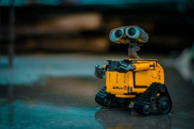 Дети роботов: в Испании придумали механического друга для младенцев (видео)