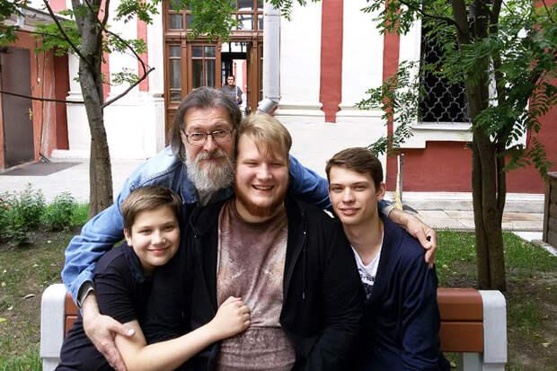 Владимир Баранов. Отец троих сыновей, 12-летнего Василия, 17-летнего Алексея и 22-летнего Сергея жизнь, истории, отец и дети, родители, семья