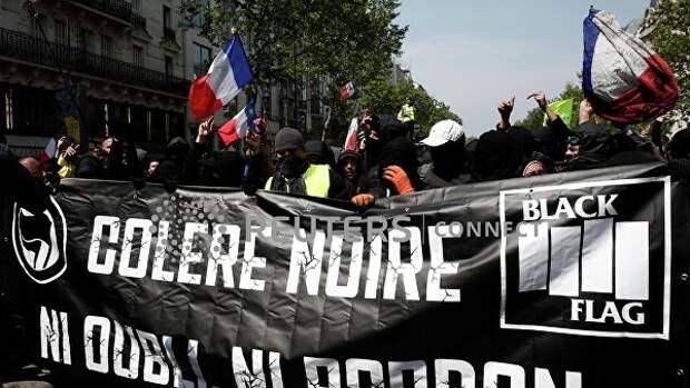 Французский беспредел: одной рукой гладят, другой – дубинкой бьют