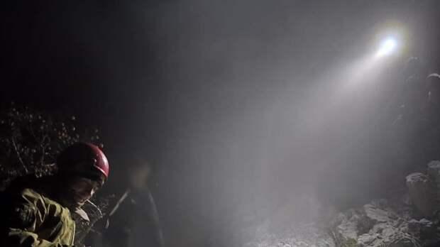 Двое мужчин заблудились вечером в горах Ялты