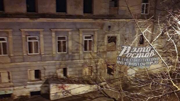 Здание опасного для населения тубдиспансера продолжают разворовывать вРостове