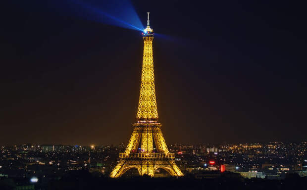 Эйфелева башня ночью