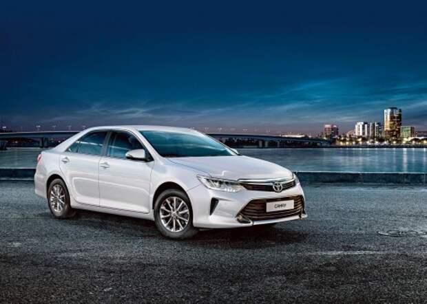 Toyota Camry от 1 295 000 руб., оптимальная версия 1 566 000 руб., КАР от 11,64 руб./км* 4