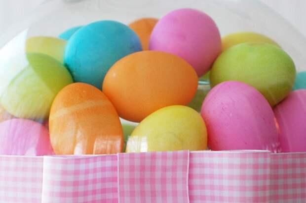 Окрашиваем яйца на Пасху натуральными красителями