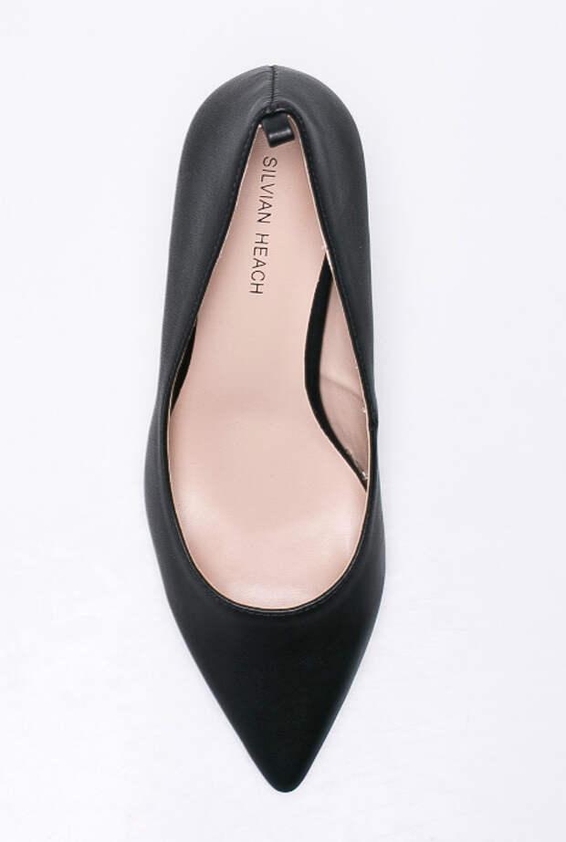 Внимание на внутреннюю часть обуви.