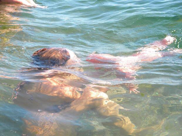 Научить малыша плавать