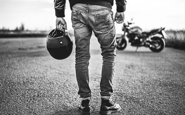 Почему на кабриолете можно ездить без шлема, а на мотоцикле нет?