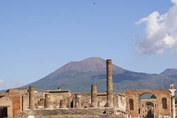 Археологи нашли в Помпеях древний киоск с остатками еды