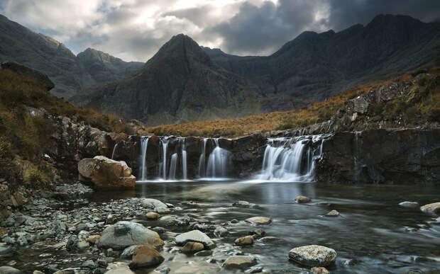 Водопады на реке Бритл на острове Скай в Шотландии.