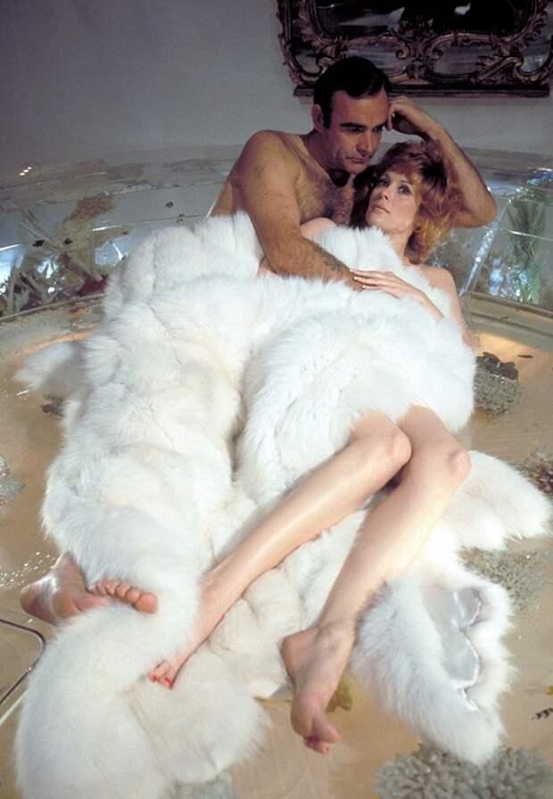 Американская актриса и певица Джилл в роли Тиффани Кейз в фильме «Бриллианты навсегда», 1971 год.