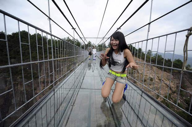 Самый длинный стеклянный мост в мире открылся в Китае на высоте 180 метров китай, мост