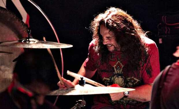 Бывший ударник Megadeth внезапно умер на сцене