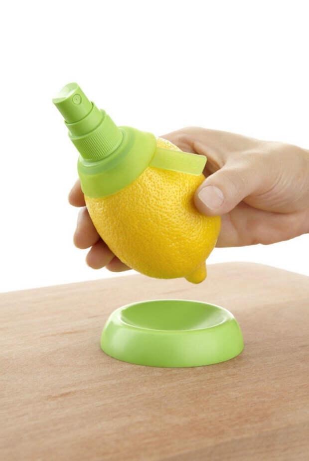 Приспособления, которое поможет сделать из обыкновенного лимона цитрусовый спрей.