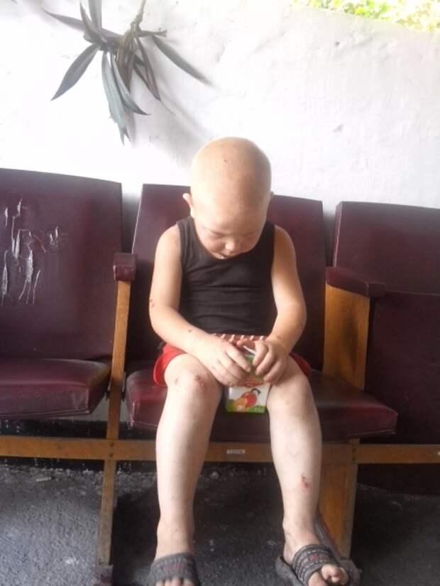 Крымчанка нашла на дороге напуганного малыша (фото)