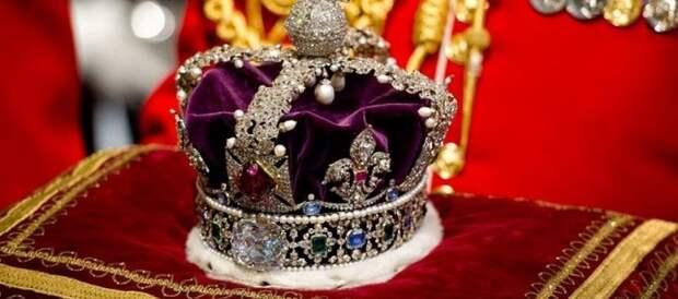 Индийцы требуют от британской королевы часть ее короны