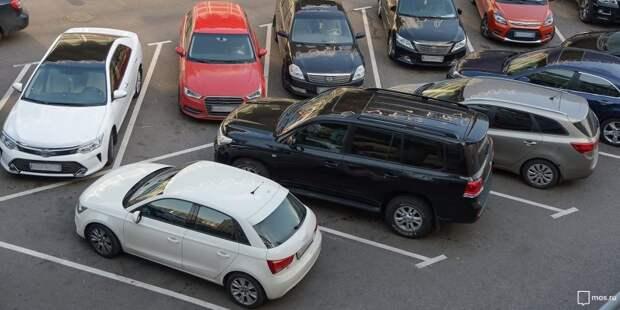 Работа парковки на Ленинградке возобновилась после ремонта асфальта