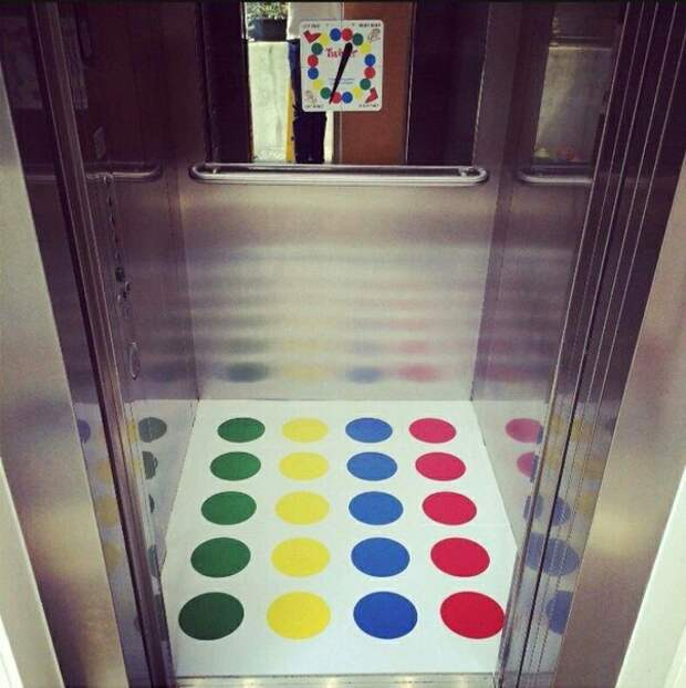 Чтобы в лифте не скучать