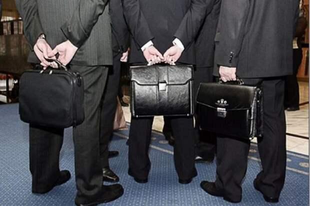 Минтруд предложил повысить пенсионный возраст для чиновников уже с 2016 года