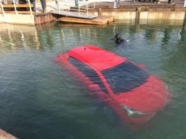 Автомобиль отправили в озеро согласно рекомендации навигатора