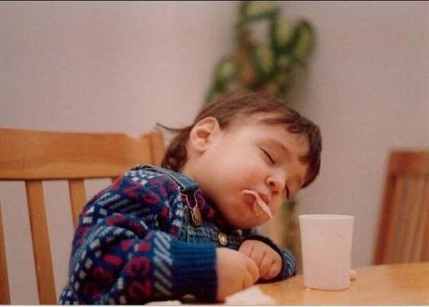4. То ли ел во сне, то ли спал во время еды? голод, дети