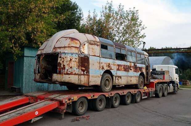 Тем временем, долгожданный трал прибыл в Подмосковье. Сцепка шла с Урала примерно двое суток ЛАЗ, ЛАЗ-695Е, авто, автобус, олдтаймер, реставрация, ретро авто, ретро техника