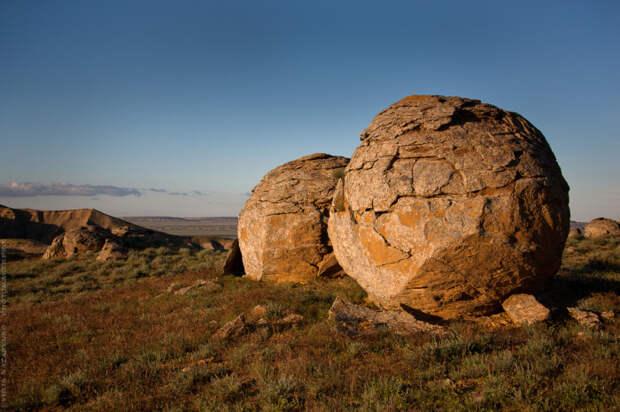 «В абсолютной гармонии со степью и ветром»: Космические фотографии полуострова Мангистау Юли Назаренко