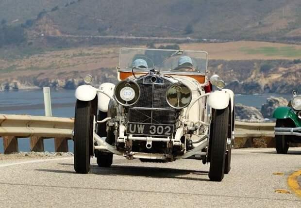 Уникальный случай, когда автомобиль такого уровня можно увидеть на обычной дороге. | Фото: sportscardigest.com.