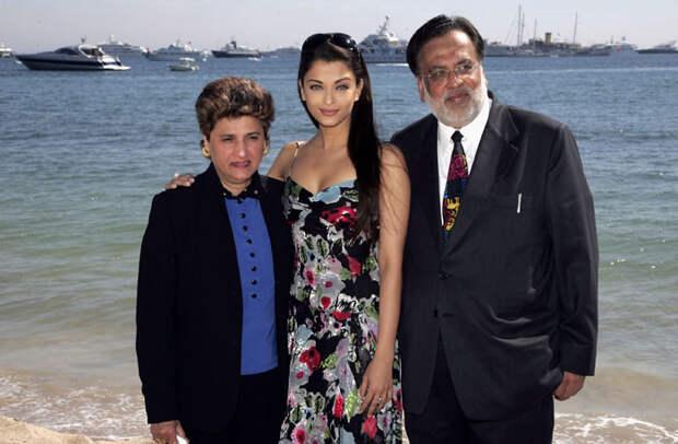 Айшвария Рай (Aishwarya Rai) в фотосессии Питера Крамера (Peter Kramer) на премьере фильма «Спровоцированная» (Provoked: A True Story) (Канны, 19 мая 2006), фото 18