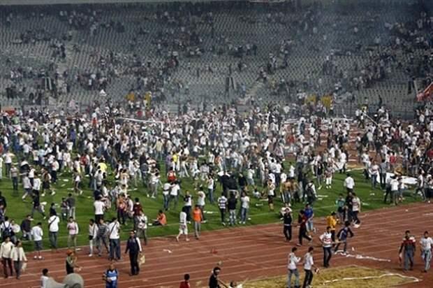 Участникам массовой драки на матче в Египте грозит смерть