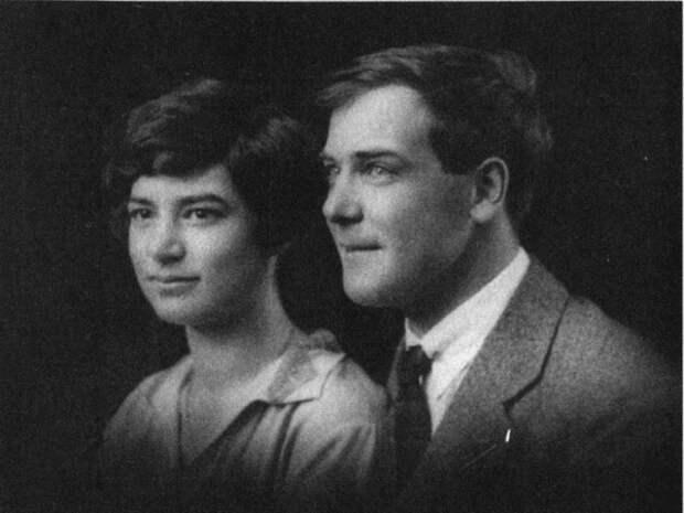 Свадебный снимок с женой Анной, дочерью знаменитого русского кораблестроителя Алексея Крылова. Париж, 1927 год