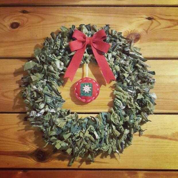 Рождественский венок из... тряпья