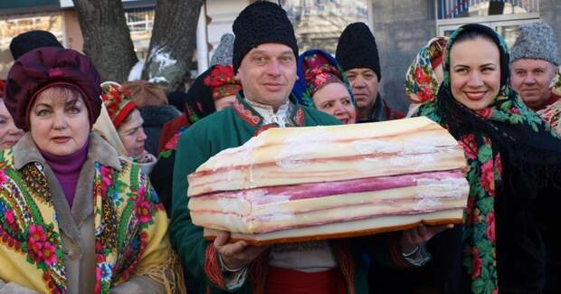 Сало придумали есть неукраинцы: краткая история популярного уславян продукта