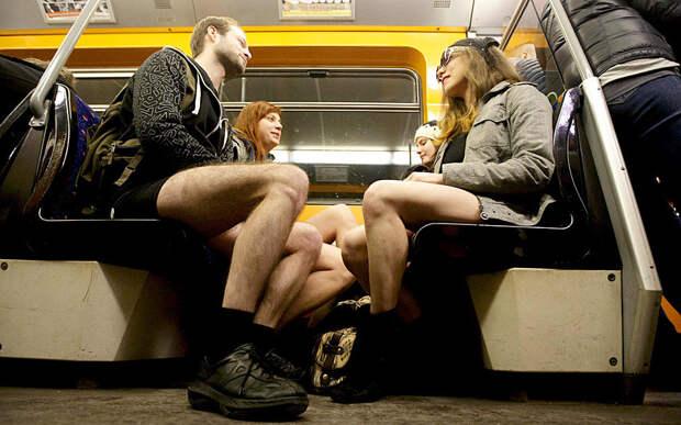 В метро без брюк
