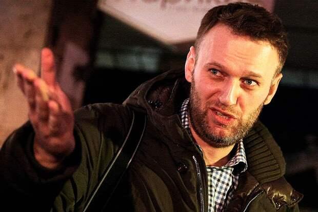 Навальный, который ранее поддерживал повышение пенсионного возраста, внезапно поменял приоритеты