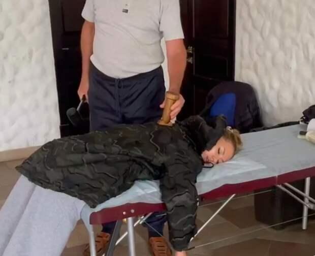 Боня показала подписчикам собственное избиение молотком