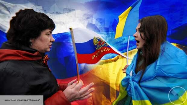 Украинский националист избил девушку в центре Киева за гимн России