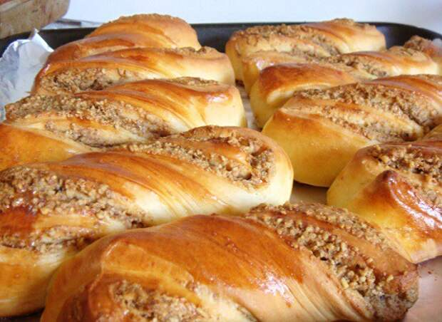Ватрушки и ореховые булочки «вертушки»