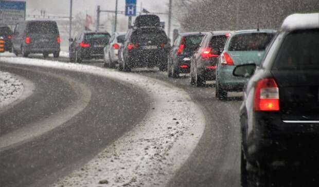 «Эффект боулинга»: 10 автомобилей столкнулись под Екатеринбургом
