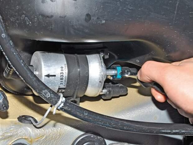 Замена топливного фильтра Volkswagen Polo седана