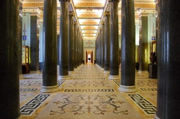 Двадцатиколонный зал. Современный вид.
