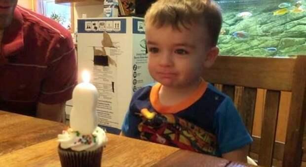 Мальчик не мог задуть свечку, и папа нашел выход