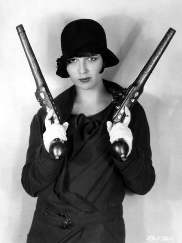 Опасные красотки с оружием!