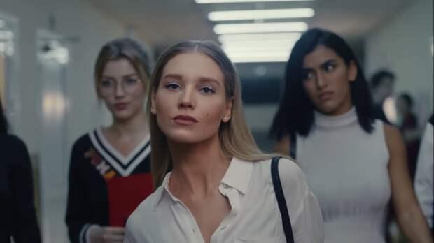 Кристину Асмус раскритиковали за «поцелуи на камеру» в новом клипе Егора Крида