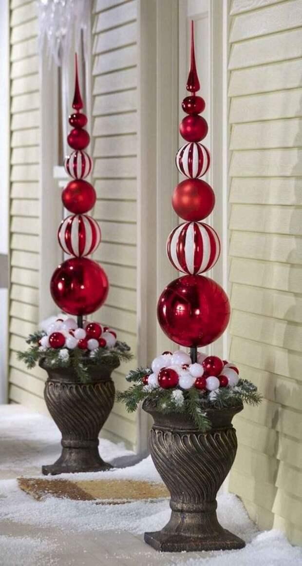 украшение из елочных шаров