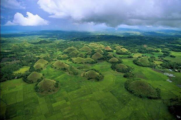 Холмы расположены на равнине площадью 50 кв.м.