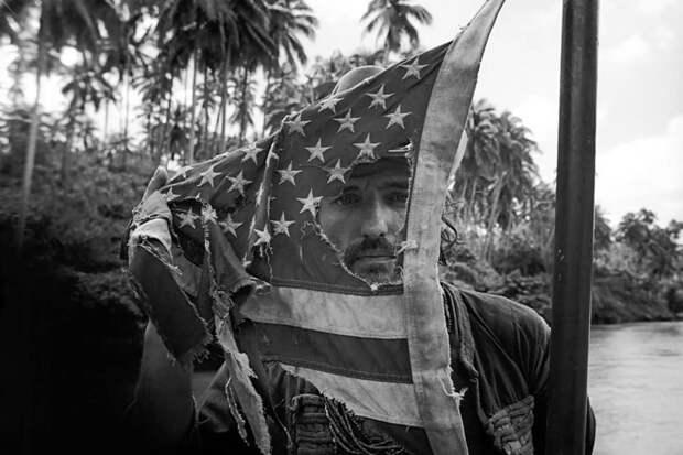 """Деннис Хоппер, во время съемок """"Апокалипсис сегодня"""", лучшем фильме о дебильности войн. 1979 год. история, мгновения жизни, фотография"""