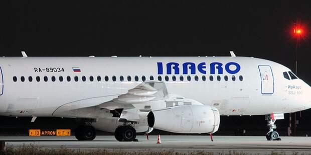 Самолет SSJ-100 «ИрАэро» экстренно приземлился возле Домодедово